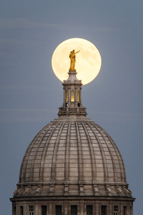 "Mark Your Calendar -- ""Super Moon"" of November 14th Will Be the Largest Since 1948"